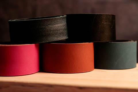 Ledergriffe in verschiedenen Farben
