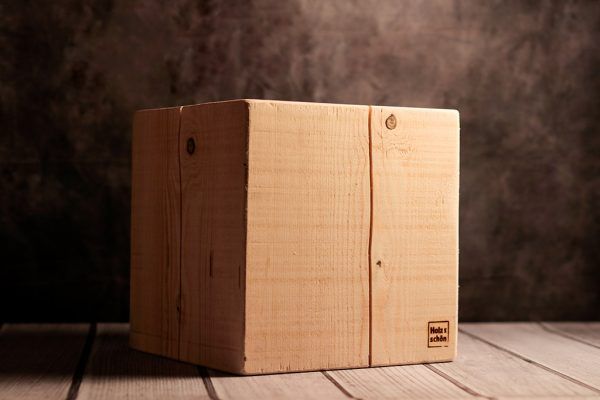 Design Hocker aus Tannenholz